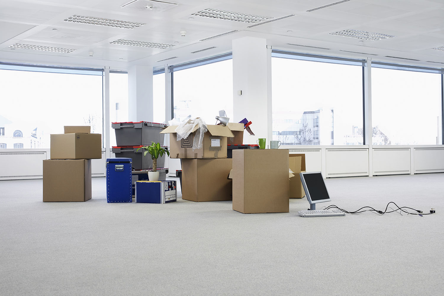 [:pl]Cartons and equipment on floor of empty office space[:]